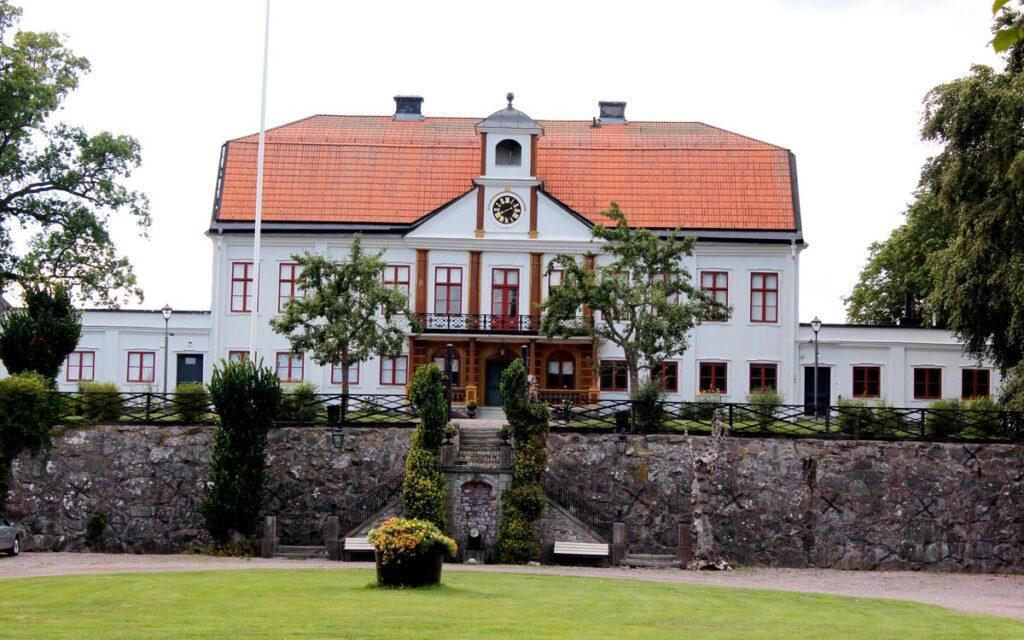 Utsidan på Fredriksbergs Herrgård i Oskarshamn