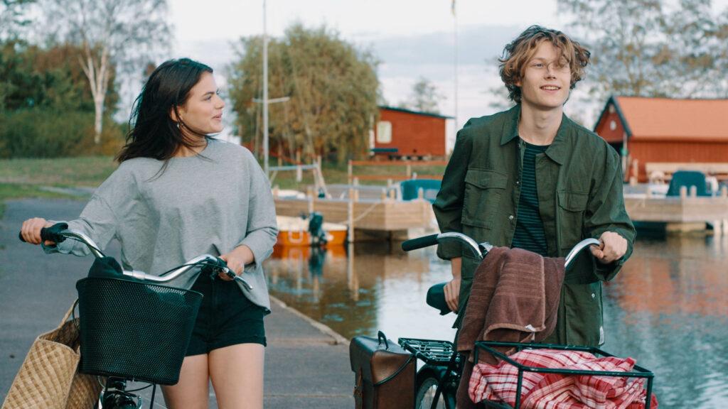 Felicia och Ludde promenerar i Eagles Oskarshamn