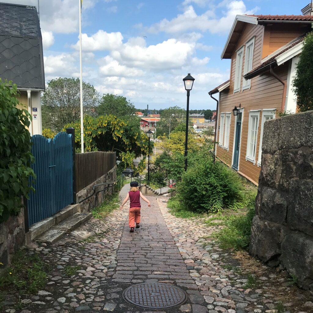 Flicka som går i Besväret i Oskarshamn.